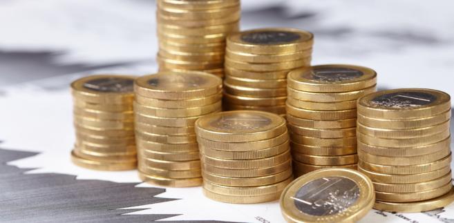 Wykres i stosy monet