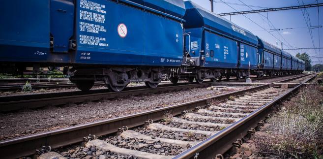 Pociąg PKP Cargo złożony z węglarek