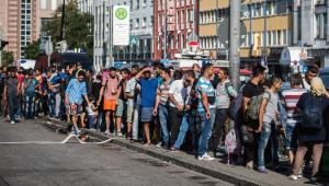 Uchodźcy przy dworcu w Monachium