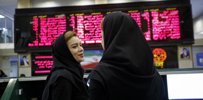 Pracownice Giełdy Papierów Wartościowych w Teheranie, Iran,