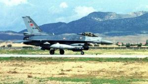 Turecki myśliwiec F16 EPA/TARIK TINAZAY 99473039 Dostawca: PAP/EPA.