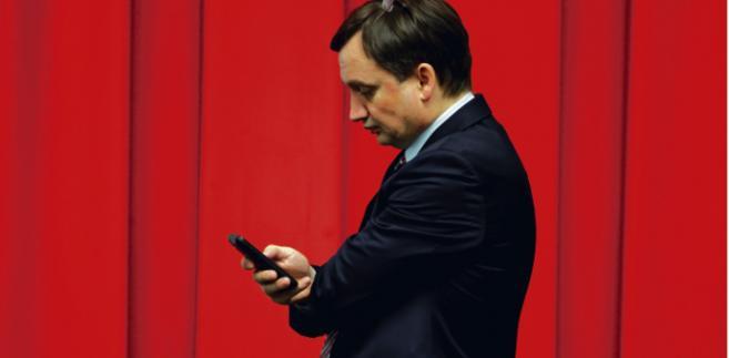Wczoraj Zbigniew Ziobro, minister sprawiedliwości, złożył wniosek o wszczęcie postępowania dyscyplinarnego wobec prezesa Trybunału Konstytucyjnego Andrzeja Rzeplińskiego. W jego ocenie profesor Rzepliński naruszył art. 28 ustawy o TK