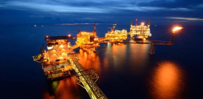 Zejście cen ropy na nowe tegoroczne minima otworzyło im drogę do spadków do okolic 25 USD za baryłkę.