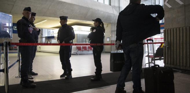 Policja na lotnisku w Brukseli