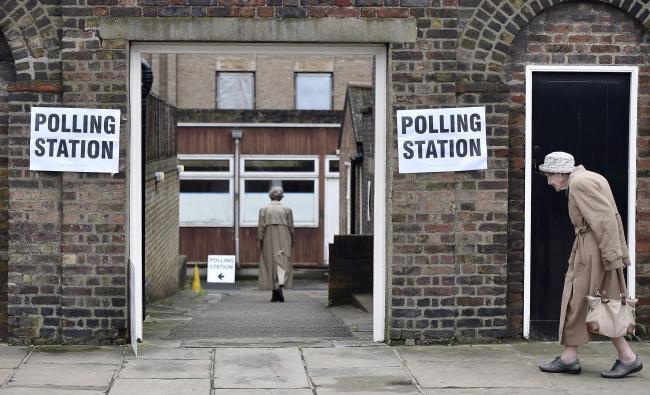 Jeden z lokali wyborczych, Londyn, 23.03.2016