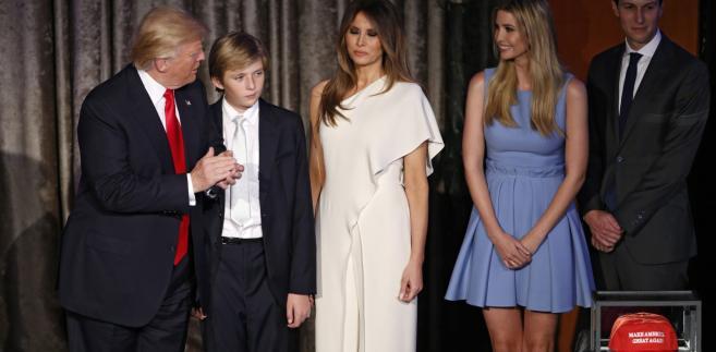 Od lewej: Donald Trump, syn Barron, żona Melania, córka Ivanka oraz syn Eric