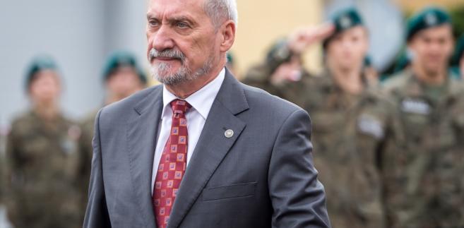 Macierewicz MON
