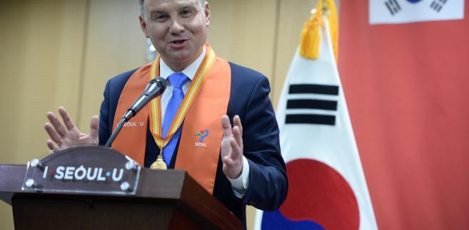 Prezydent RP Andrzej Duda podczas ceremonii przyznania mu tytułu Honorowego Obywatela Seulu.