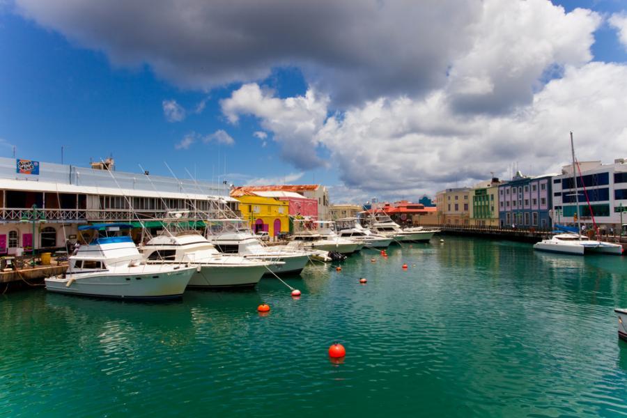 Bridgetown - stolica, główne miasto i największy port Barbadosu. W 2011 roku historyczne miasto Bridgetown wraz z pobliskim garnizonem wojskowym wpisano na listę światowego dziedzictwa UNESCO.