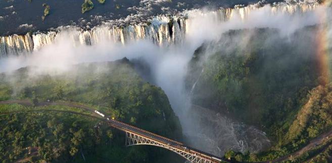 Wodospady Wiktorii na rzece Zambezi, na granicy Zimbabwe i Zambii.