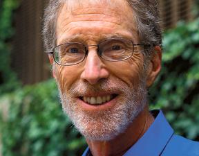 Założyciel Narodowego Centrum Badań nad Akcjonariatem Pracowniczym (National Center for Employee Ownership). NCEO utworzył w 1981 r., po pięciu latach pracy w zespole prawnym amerykańskiego Senatu, gdzie opracowywał regulacje dotyczące akcjonariatu pracowniczego. Badaniom firm sięgającym po to rozwiązanie poświęcił większość zawodowego życia. Wykłada na Uniwersytecie Rutgersa fot. mat. prasowe