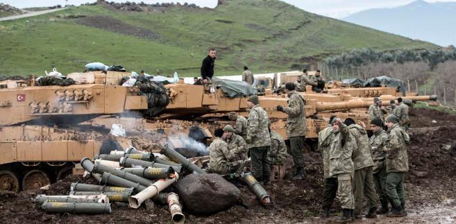 Tureccy żołnierze przy granicy z Syrią