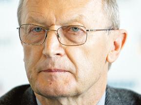 Ryszard Fijałkowski polski dyplomata w latach 1959–1993. W tym czasie pełnił m.in. obowiązki szefa polskich delegacji do Międzynarodowej Komisji Nadzoru i Kontroli w Indochinach, w Laosie i Sajgonie, był ambasadorem w Indiach fot. J. Herok/Newsweek Polska/Reporter