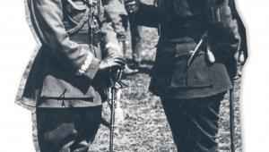 Generał Antoni Listowski (z lewej), jeden z czołowych dowódców wojny polsko-bolszewickiej, podczas rozmowy z atamanem Semenem Petlurą. Kwiecień 1920 r. fot. NAC