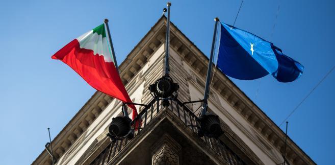 Flagi Włoch i UE przy siedzibie włoskiego rządu. Rzym, Włochy, 20.10.2018