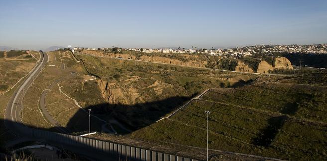Mur graniczny pomiędzy Meksykiem a USA