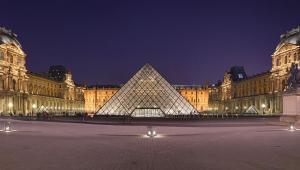 Luwr - dawny pałac królewski w Paryżu, obecnie muzeum sztuki. Jedno z największych muzeów na świecie, najczęściej odwiedzana placówka tego typu na świecie.